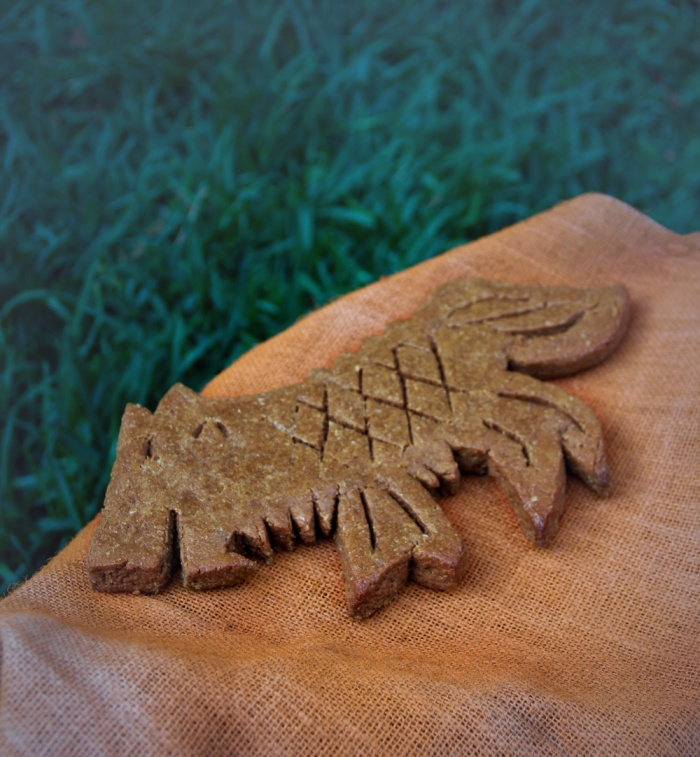 Game-of-Thrones-Hot-Pie's-wolf-biscuit-for-Arya